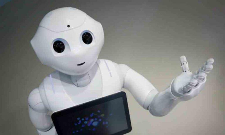保姆机器人有哪些特点?使用铅酸电池还是锂电池?