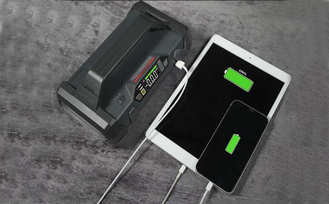 给手机、无线耳机、平板等充电测试